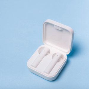 Wireless-headphones-in-case